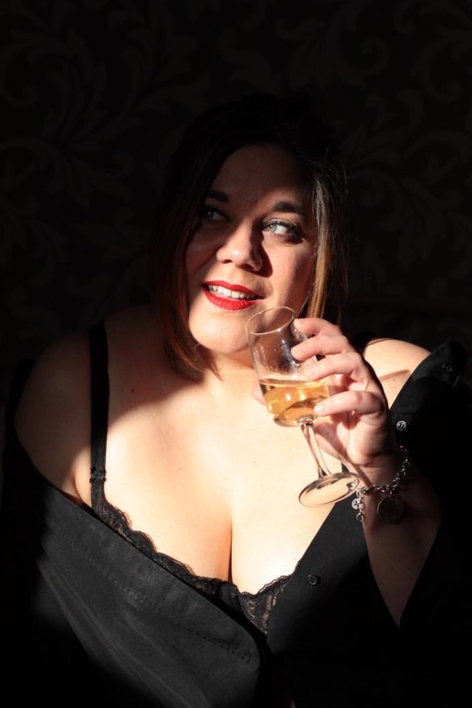 lea-volta-photo-femme-buvant-champagne